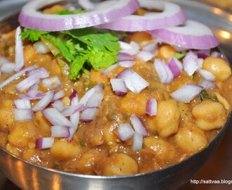 Pindi Chole - A succulent version of chole that can be eaten in many ways