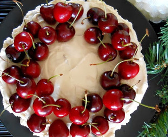 Cherry Christmas Cheesecake