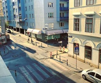 Empty streets. In Vienna is hotter than in Athens. #endlesssummer #superhot #emptystreets