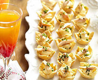 Smoked salmon canapes with summer cocktail