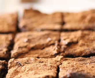 Brownies saudáveis de chocolate e castanhas