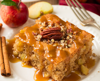 Old Fashioned Warm Apple Cake
