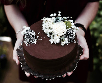 CHOCOLATE COCONUT VEGAN CAKE