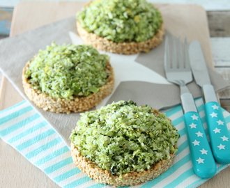 Quinoa wafels met broccoli spread