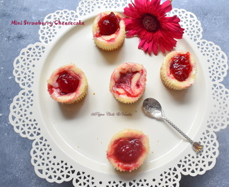 Mini Cheesecake/ Baked Strawberry Mini Cheesecake