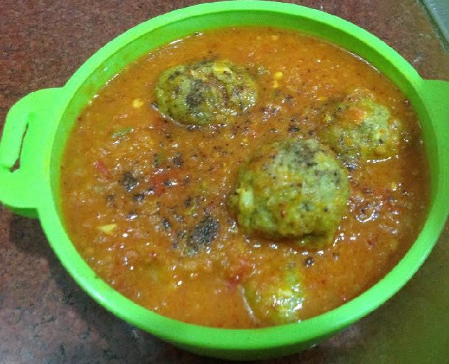 Palak Kofta recipe cooked in tomato gravy- Spinach Kofta curry recipe