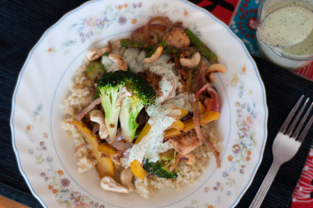 thai cashew chicken & vegetable quinoa