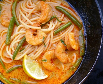 in memory of my father: seafood laksa lemak (malaysian spicy coconut noodle soup)