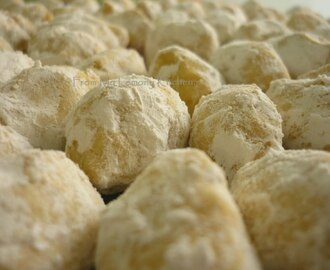 Kuih Makmur or Ghee Cookies with Peanut Filling