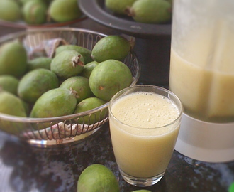The joy of free feijoas, and feijoa smoothie