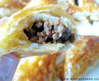 PUFF PASTRY WITH SAVOURY FILLING ( INTI DAGING )