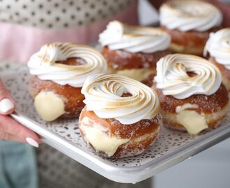 LEMON MERINGUE DONUTS