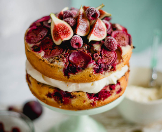 Cake with figs, raspberries and pistachio
