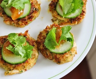 Crab cakes with mango chutney