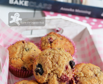 Banana and Berry Wholemeal Muffins - A Low Fat and Easy Recipe! Highly Recommended (Anneka Manning)