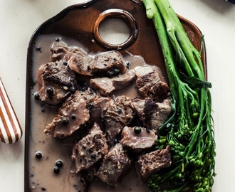 The Best Creamy Peppercorn Sauce for Steak