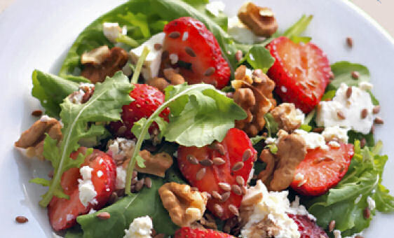 Rocket Salad with Goat Cheese, Walnuts, and Strawberries