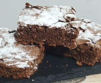 Brownie de chocolate, coco y nueces