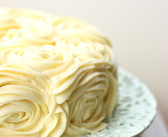 Weddings weddings weddings and a lemon raspberry & yoghurt roses cake with cream cheese frosting