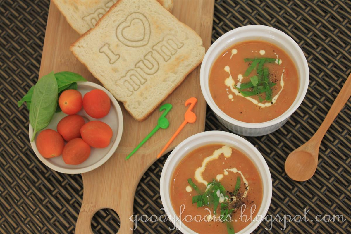 Recipe: Fresh tomato soup with basil (Delia Smith)