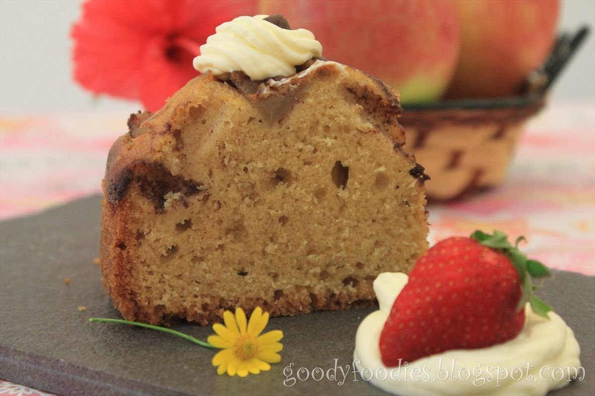 Recipe: Apple cinnamon cake with whipped cream