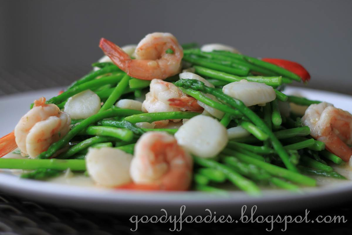 Recipe: Chinese stir fried baby asparagus with scallops and king prawns