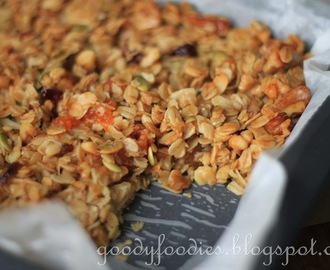Recipe: Homemade Cereal Bars + Granola