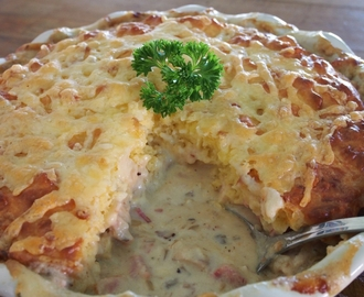 Chicken Casserole with Cheesy Damper Top