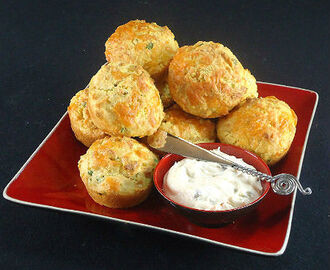 Herbed Cheese and Corn Muffins with Sweet and Hot Cream Cheese Spread