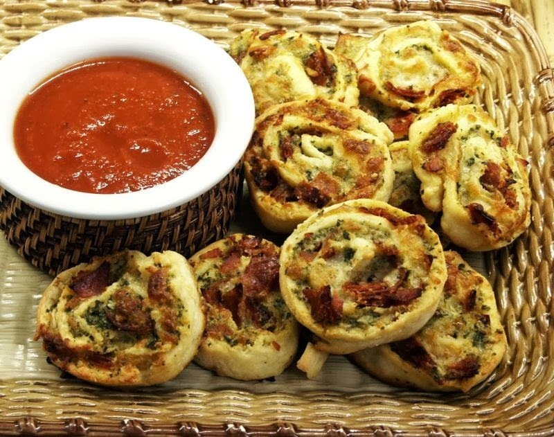 Super Bowl Food: Pizza Pinwheels