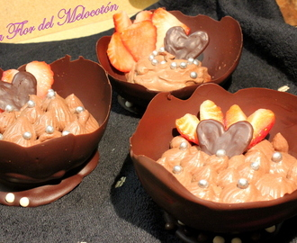 Mousse de chocolate y bayleys en cuenco de chocolate