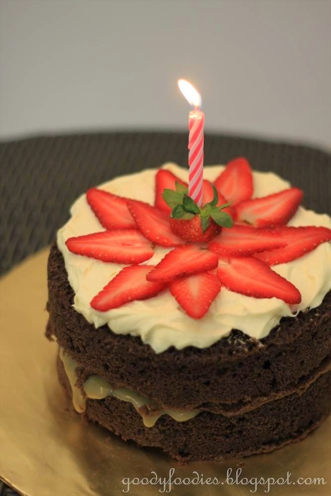 Recipe: Salted caramel chocolate cake with mascarpone-cream frosting and strawberries