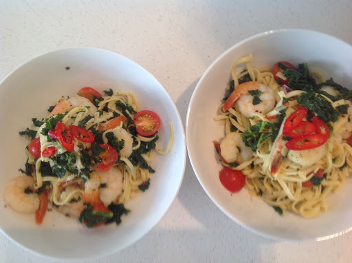 Fresh linguine with prawns and kale
