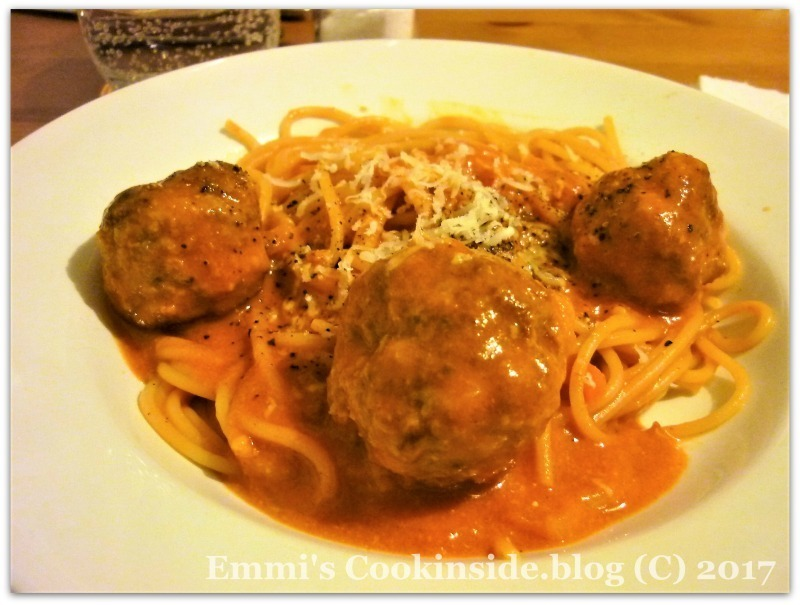 Spaghetti with meatballs, easy recipe for dinner