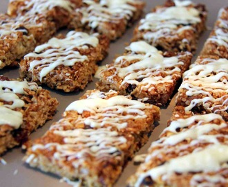 Apricot and Date Snack Bars