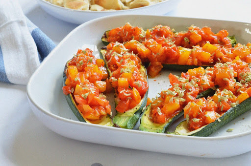 curgetes recheadas tomate e pimento // stuffed courgette with tomato and peppers