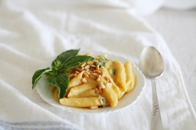 Pasta with creamy pumpkin sauce (vegan)