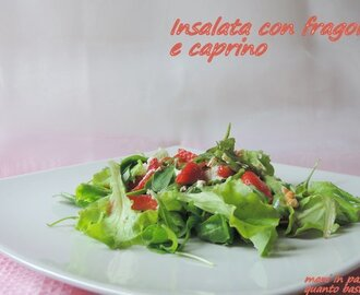 Insalata con fragole e caprino
