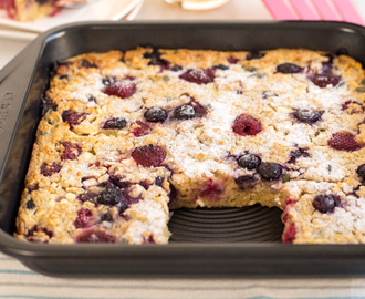 Raspberry and blueberry oaty breakfast bars