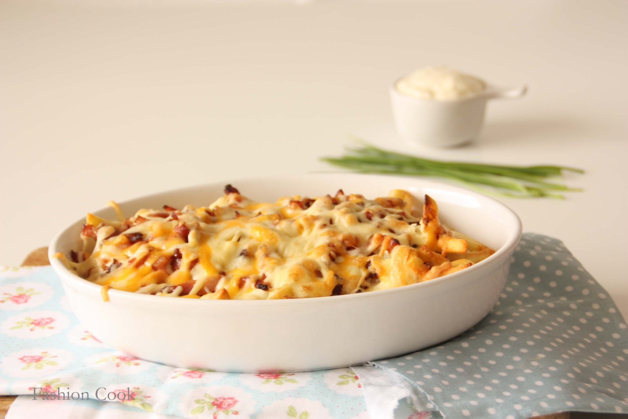 "Patatas Foster's ""Bacon & cheese fries"" con salsa ranchera"