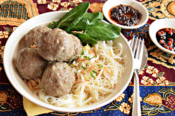 How to Make Bakso, Indonesian Meatballs