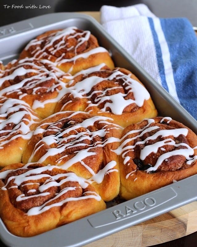 Cream cheese cinnamon rolls with blueberries and white chocolate icing