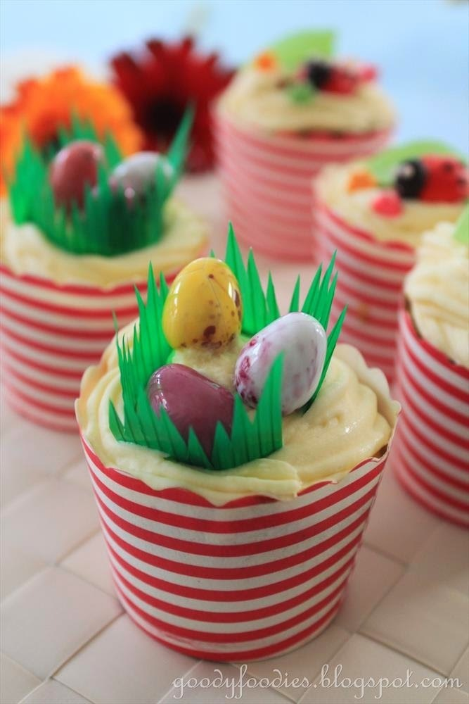 Recipe: Easter Carrot Cupcakes with Cream Cheese Frosting & Mini Chocolate Eggs