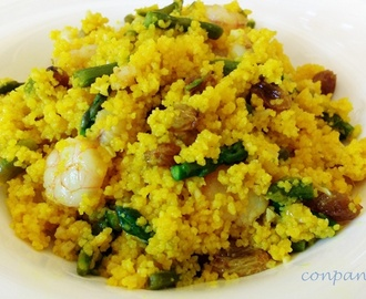 Cuscús con gambas al ajillo y espárragos / Couscous with garlic prawns and asparagus