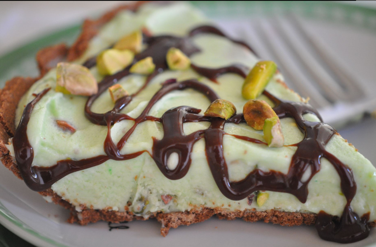 Easy Healthy Desserts – Go Green with Frozen Pistachio Pudding Dessert Pie
