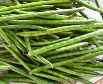 Alasande Kayee Palya - Long Beans Dry Curry