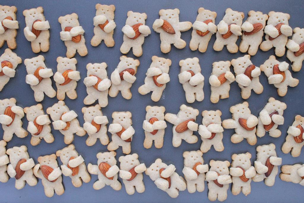 nut-hugging cinnamon bear cookies recipe