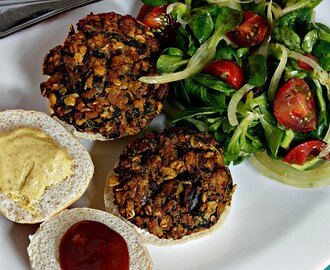 Pantry Dinner: Spinach Tofu Burgers