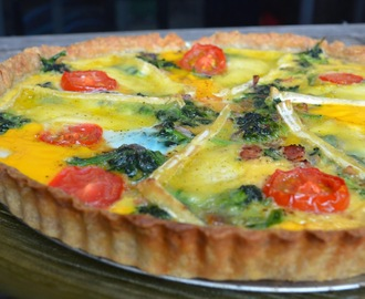 Spelt crust quiche with spinach, bacon and brie