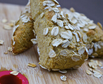 Healthy oatmeal and almond scones